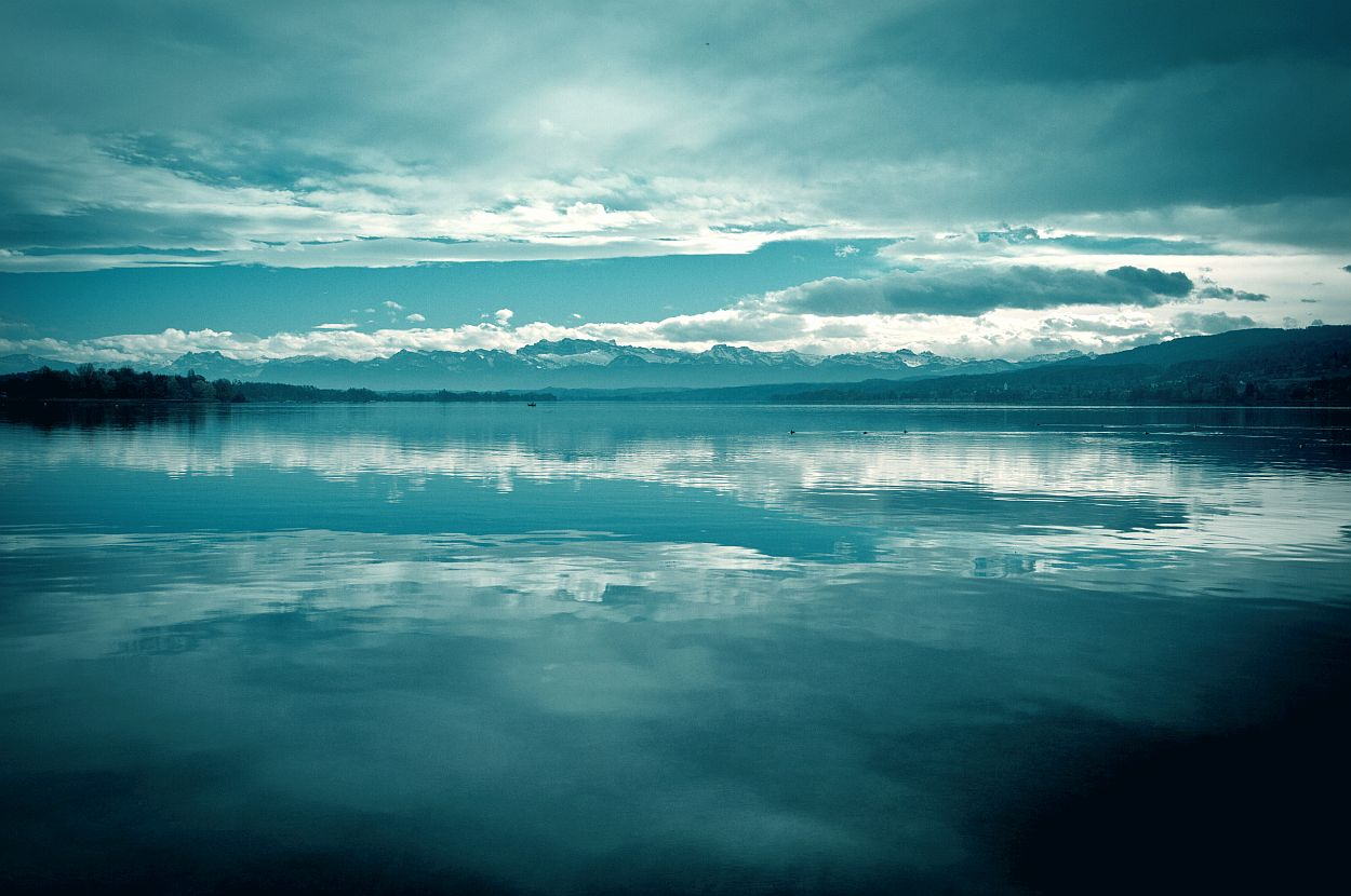 lake-mountains-still-water-dark-clouds-peace-of-mind